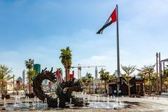 Dubai, United Arab Emirates - 12 de diciembre de 2018: mejora de las calles de la ciudad y de los espacios públicos foto de archivo