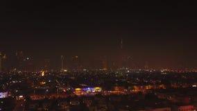 Dubai, United Arab Emirates La belleza del puerto deportivo de Dubai, reflexiones en la opinión aérea del agua Ciudad de lujo Top almacen de metraje de vídeo