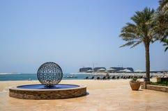 dubai verão 2016 Em volta de um monumento na costa do Golfo Pérsico Jumeirah Fotos de Stock Royalty Free