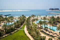 dubai verão 2016 O Golfo Pérsico com a linha da praia do hotel Jumeirah de quatro estações Foto de Stock