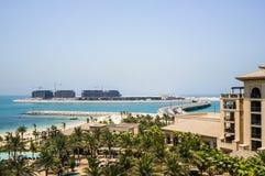 dubai verão 2016 O Golfo Pérsico com a linha da praia do hotel Jumeirah de quatro estações Imagem de Stock