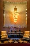 dubai Verano 2016 Color anaranjado brillante en el interior con el piso de mármol del hotel la Atlántida la palma Imagen de archivo libre de regalías