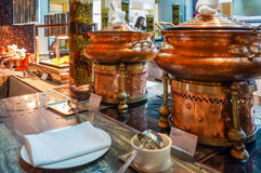 dubai Verano 2016 Desayuno en el hotel Comida fría del desayuno Arreglo de la comida del abastecimiento de la comida fría en la t Imagen de archivo
