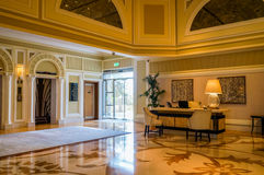 dubai Verano 2016 Interior brillante y moderno el hotel Waldorf Astoria Ras Al Khaimah Fotos de archivo libres de regalías