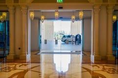 dubai Verano 2016 Interior brillante y moderno el hotel Waldorf Astoria Ras Al Khaimah Foto de archivo