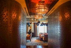 dubai Verano 2016 Interior brillante y moderno el hotel Waldorf Astoria Ras Al Khaimah Imagen de archivo