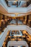 dubai Verano 2016 Interior brillante y moderno el hotel Waldorf Astoria Ras Al Khaimah Fotografía de archivo