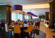 dubai Verano 2016 Interior brillante y moderno el hotel Westin y Le Meridien Mina Seyahi Imagen de archivo