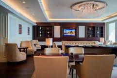dubai Verano 2016 Interior brillante y moderno la palma Jumeirah de Waldorf Astoria Dubai del hotel Fotografía de archivo libre de regalías