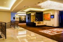 dubai Verano 2016 Interior brillante y moderno la palma Jumeirah de Waldorf Astoria Dubai del hotel Imágenes de archivo libres de regalías