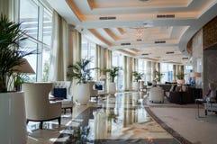 dubai Verano 2016 Interior brillante y moderno la palma Jumeirah de Waldorf Astoria Dubai del hotel Foto de archivo
