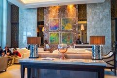 dubai Verano 2016 Interior brillante y moderno la palma Jumeirah de Waldorf Astoria Dubai del hotel Imagenes de archivo