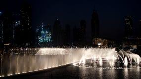 DUBAI, VEREINIGTE ARABISCHE EMIRATE - 10. SEPTEMBER 2017: Dubai-Brunnen Stockbild