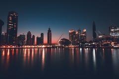 dubai w centrum noc zdjęcia royalty free