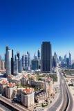 Dubai wird mit aufregender Architektur ziert Lizenzfreies Stockbild