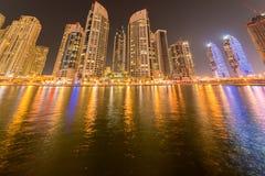 Dubaien - januari 10, 2015: marinaområde på Royaltyfri Fotografi