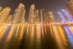 Dubaien - januari 10, 2015: marinaområde på Arkivfoton