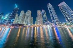 Dubaien - januari 10, 2015: marinaområde på Arkivbild