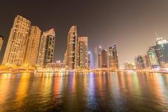 Dubaien - januari 10, 2015: marinaområde på januari 10 i UAE, dubai marinaområdet är populärt bostadsområde Arkivfoton