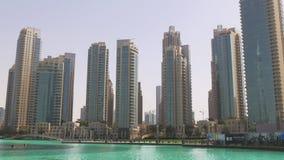 Dubaj centrum handlowego dnia światła fontanny budynków panorama 4k uae zbiory wideo