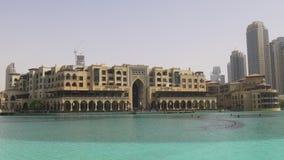 Dubaj centrum handlowego dnia światła fontanny hotelowy widok 4k uae zbiory wideo