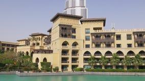 Dubaj centrum handlowego zmierzchu światła fontanny sławny hotelowy blok 4k uae zbiory