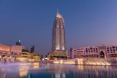 Dubaj fontann przedstawienie przy Dubaj centrum handlowym Zdjęcie Royalty Free