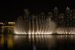 Dubaj fontanny Dancingowy przedstawienie zdjęcia stock
