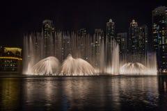 Dubaj fontanny Dancingowy przedstawienie obrazy royalty free