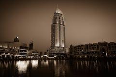 Dubaj fontanny pokazują miejsce przy Dubaj centrum handlowym Obraz Royalty Free