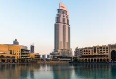 Dubaj fontanny pokazują miejsce przy Dubaj centrum handlowym Fotografia Royalty Free