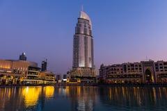 Dubaj fontanny pokazują miejsce przy Dubaj centrum handlowym Zdjęcia Royalty Free
