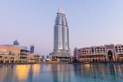 Dubaj fontanny pokazują miejsce przy Dubaj centrum handlowym Obrazy Royalty Free