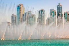 Dubaj fontanny przedstawienie obraz royalty free