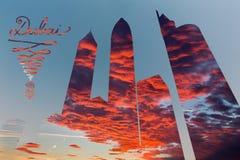 Dubaj - ilustraci, pohto montaż i drapacze chmur i wieczór cloudscape obraz stock