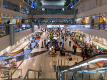 Dubaj Inernational Lotniskowy Terminal robi zakupy teren fotografia stock