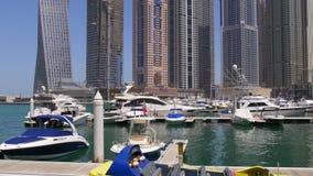 Dubaj marina dnia światła jachtu intymnego portu panoramiczny widok 4k uae zdjęcie wideo