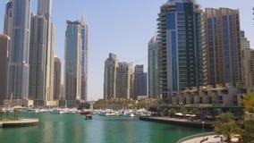 Dubaj marina dnia światła odprowadzenia zatoki zatoki panorama 4k uae zbiory wideo