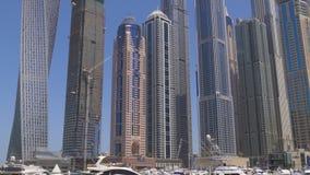 Dubaj marina dnia czasu jachtu doku budynków panorama 4k uae zdjęcie wideo