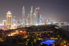 Dubaj Marina drapacze chmur przy nocą Fotografia Stock