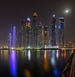 Dubaj marina drapaczy chmur panorama podczas nocy godzin obraz royalty free