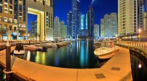 Dubaj Marina jest sztucznym kanałowym miastem Fotografia Stock