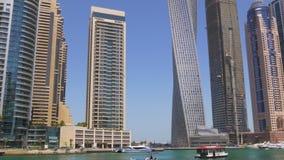 Dubaj marina letniego dnia zatoki budynków panorama 4k uae zdjęcie wideo
