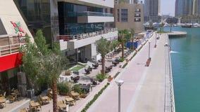 Dubaj marina odprowadzenia zatoka restauracyjna i kawiarnia 4k uae zdjęcie wideo