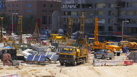 Dubaj marina słonecznego dnia pracująca budowa 4k uae zbiory