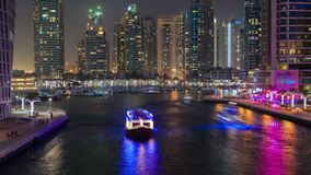 Dubaj Marina wody nighttime kanałowy upływ Niecka up zbiory wideo