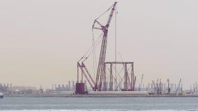Dubaj miasta dnia czasu budowy denny czerwony żuraw 4k uae zbiory