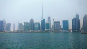 Dubaj miasta linia horyzontu i burj khalifa od Dubaj biznesu trzymać na dystans zdjęcie wideo