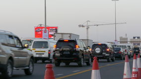 Dubaj miasta ruchu drogowego budowy drogi 4k zmierzch uae zbiory