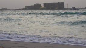 Dubaj miasta wieczór plaży widok na palmie 4k uae zbiory